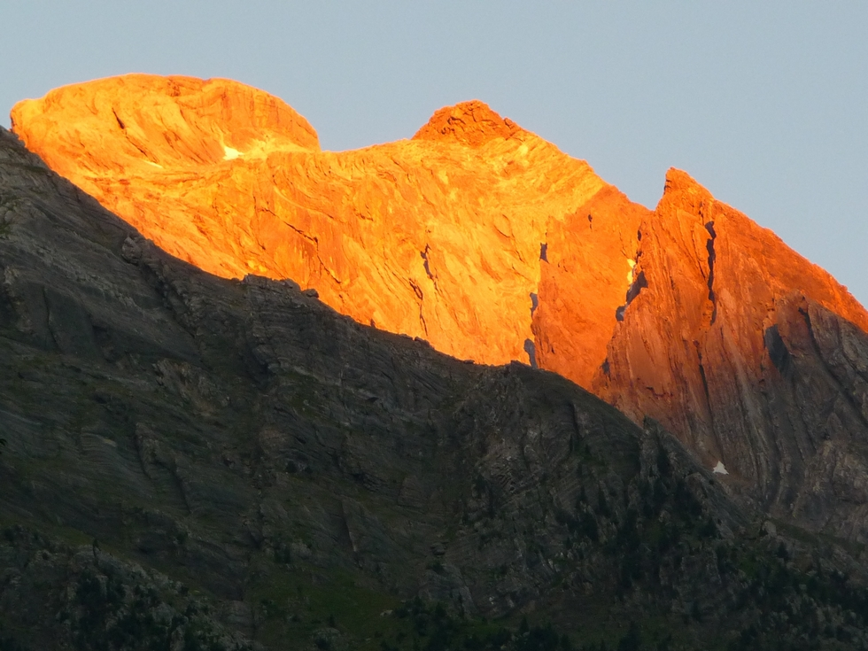 lever-soleil-sur-parois-vallee-pineta