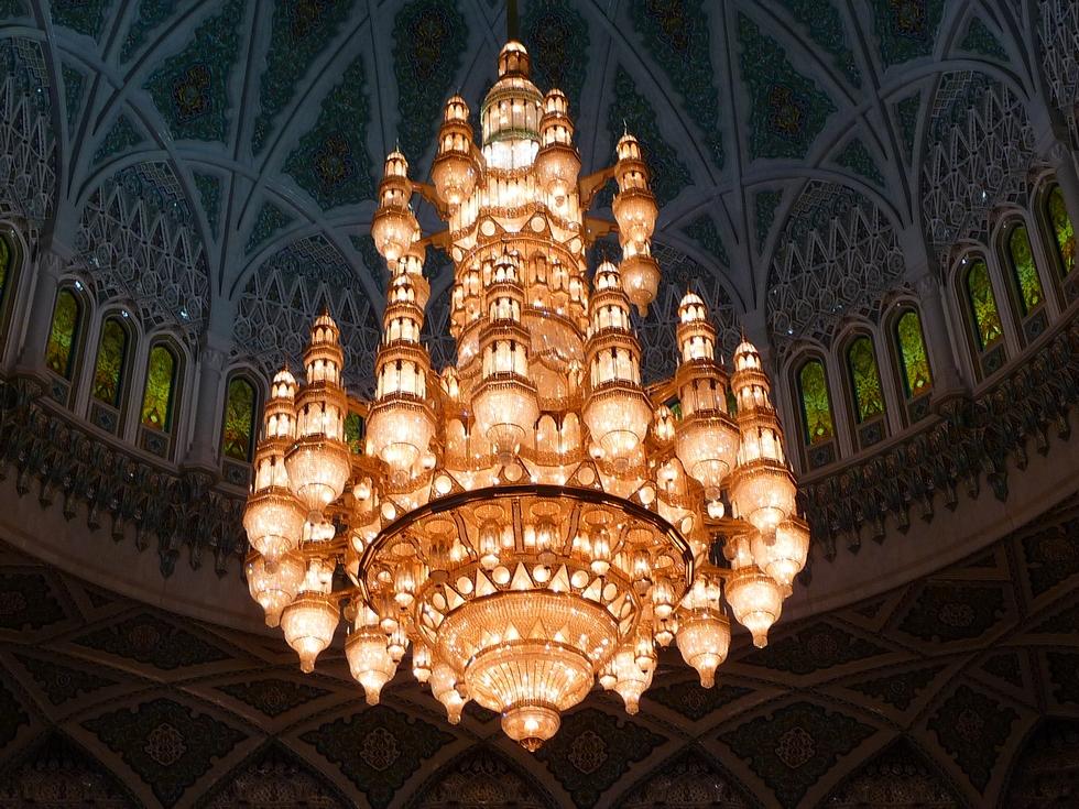 mascate-grande-mosquee-sultan-qaboos-lustre-central-decouverte-oman-michel-bessone