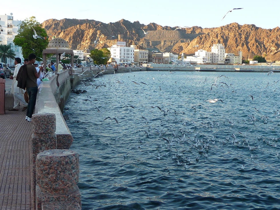 mascate-muttrah-corniche-granite-decouverte-oman-michel-bessone