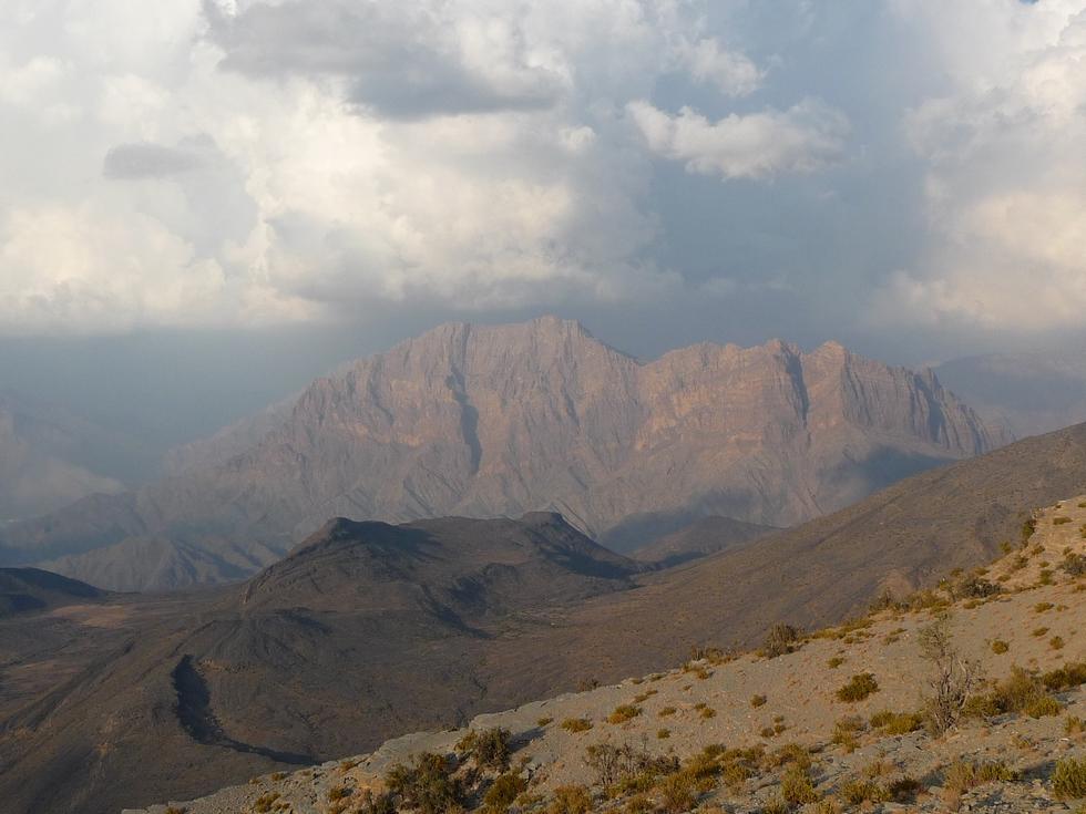 Oman. Ciel d'orage vers Balad Seet.
