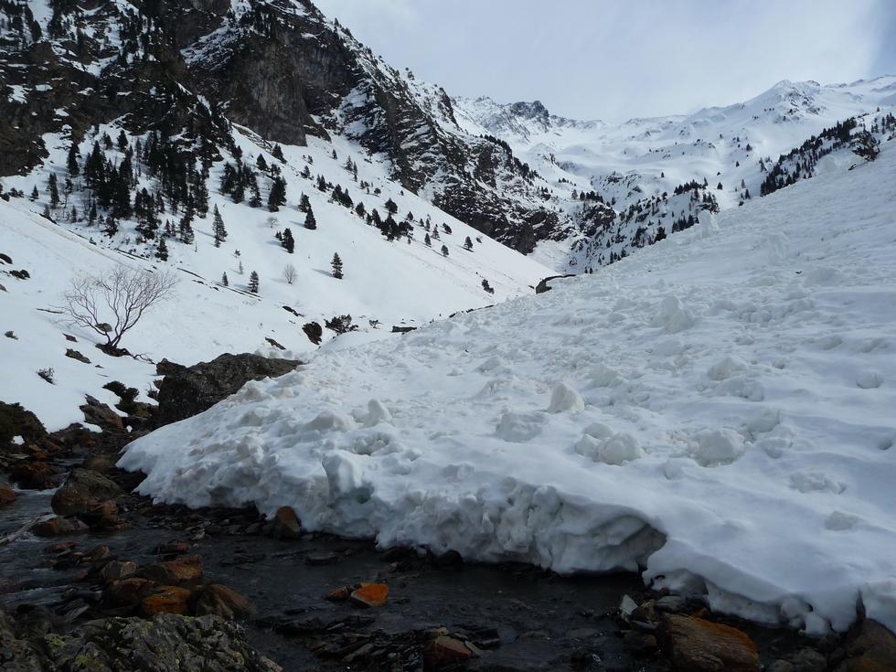 avalanche arretee au torrent-moudang-raquettes