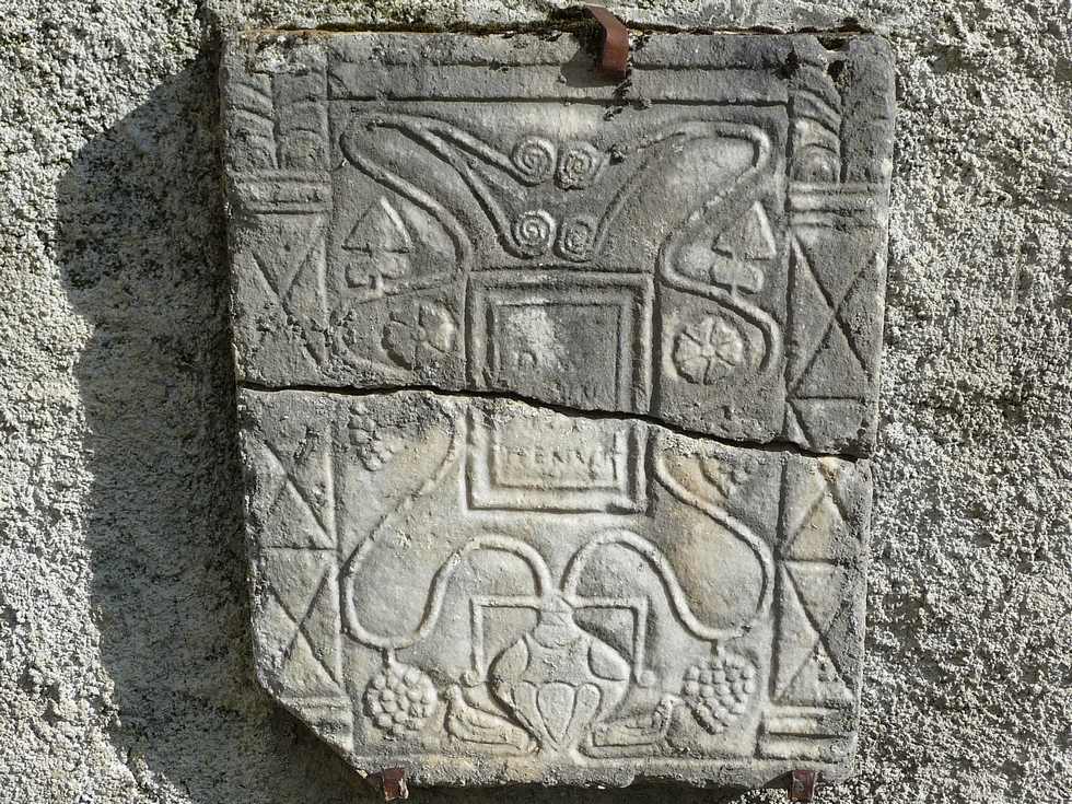stele-guchan-colombe-aure