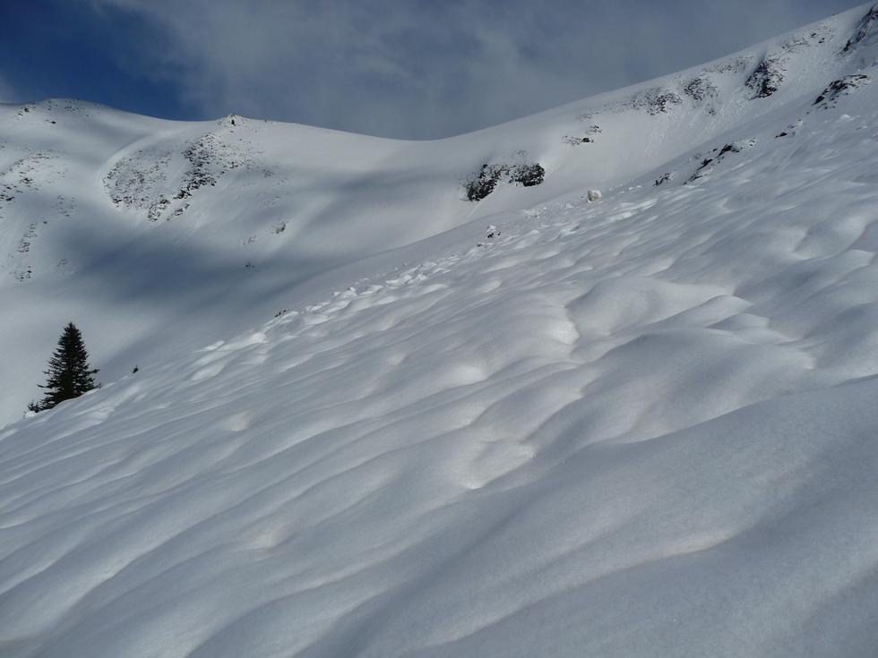 traversee-zone parfois avalancheuse-raquettes-bareilles