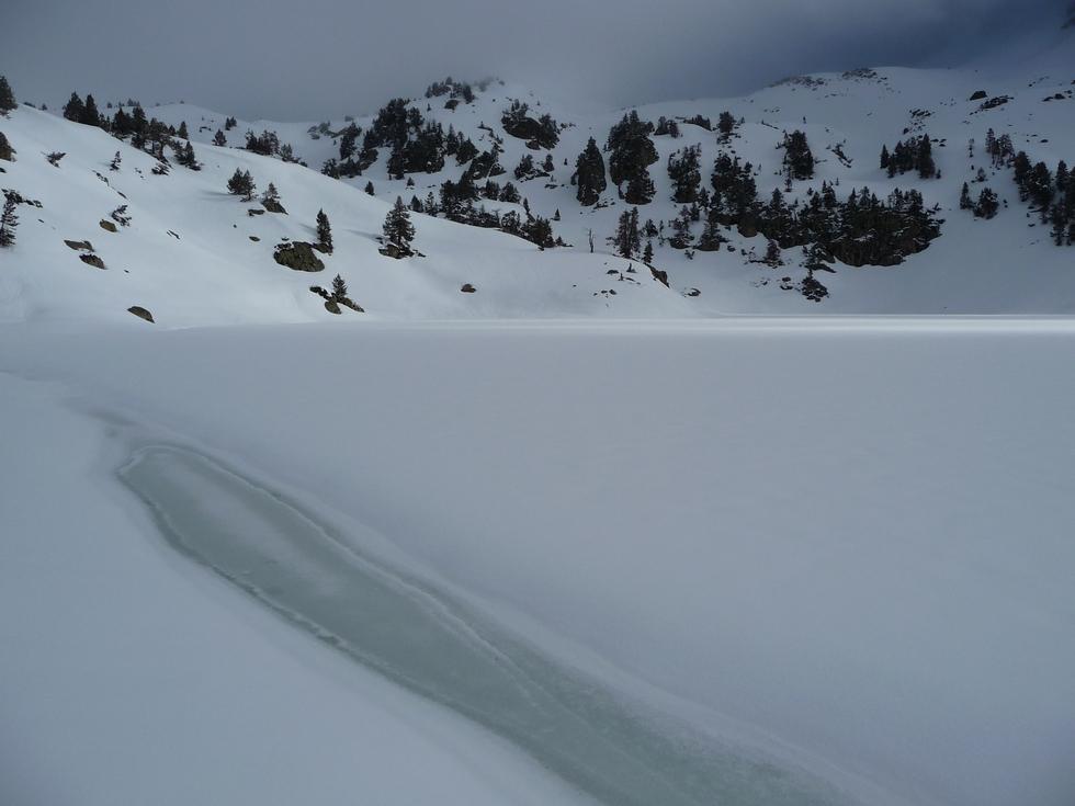 lac superieur-bastan-raquettes-massif du neouvielle-pentecote