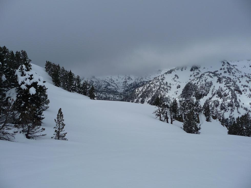 la neige ne manque pas-bastanet-raquettes-massif du neouvielle-pentecote