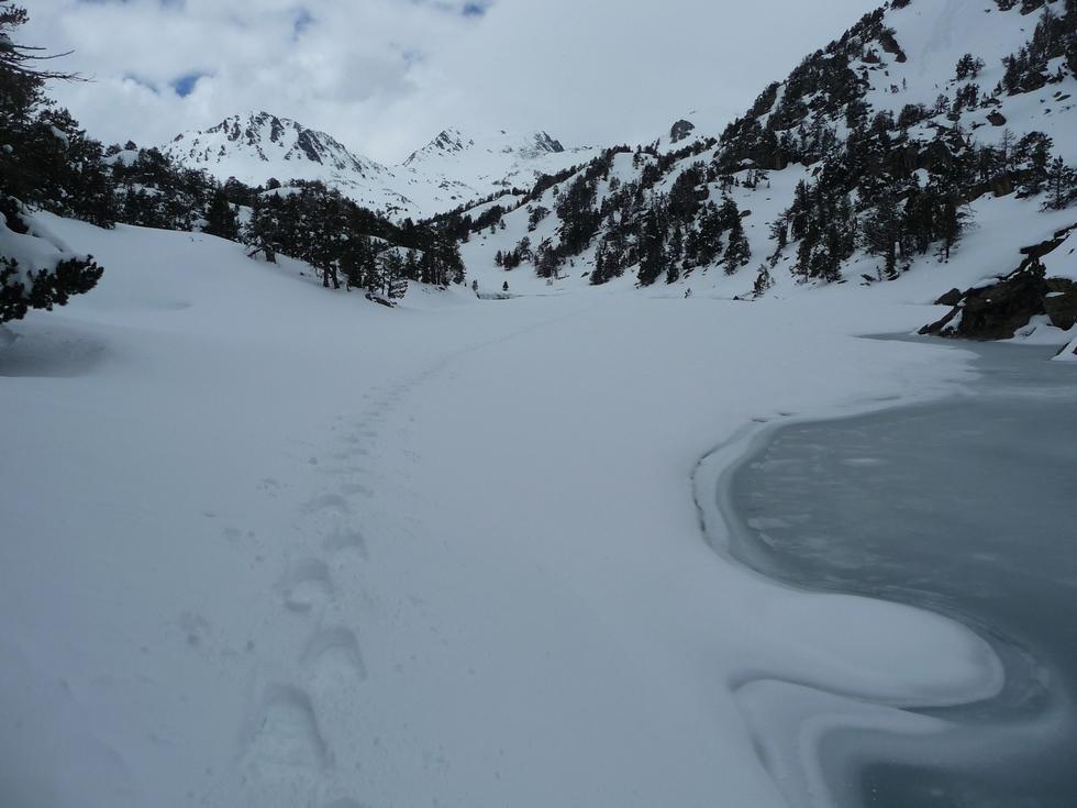 aval du lac de l ours-estibere-raquettes-massif du neouvielle-pentecote