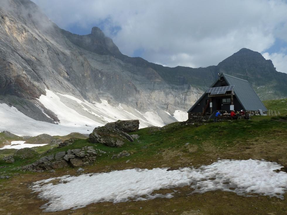 refuge-accueil montagnard-extraordinaire-images-barroude