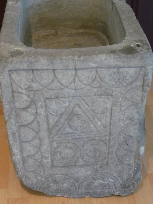 coffre-funeraire-motifs-geometriques-expo-desirs-d-eternite