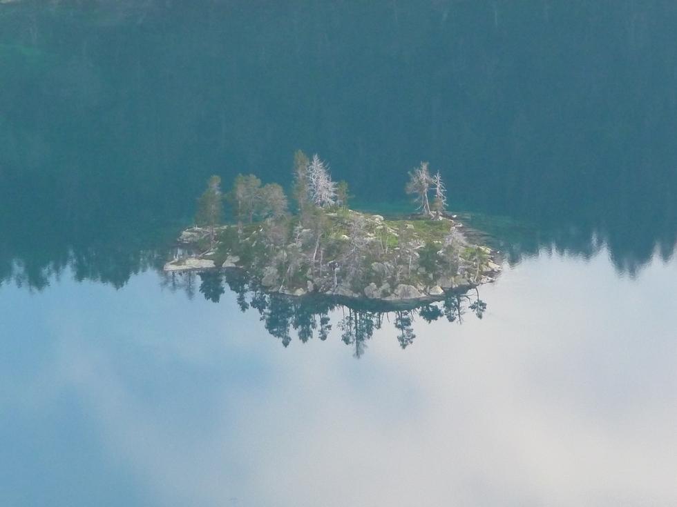 ile-legendaire-lac-aubert-pic-de-neouvielle