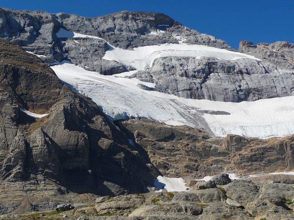 glacier-mont-perdu-lac-glace-breche-tuquerouye