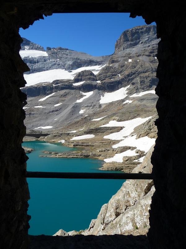 vue-depuis-interieur-abri-lac-glace-breche-tuquerouye