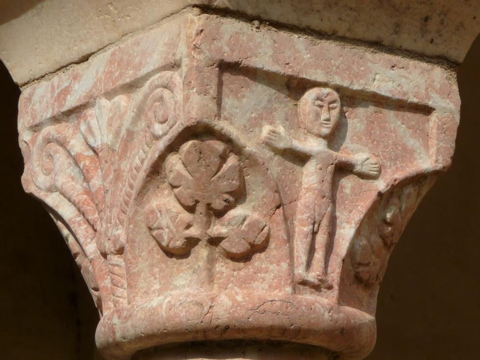 chapiteau-cloitre-abbaye-saint-genis-des-fontaines-retour-collioure