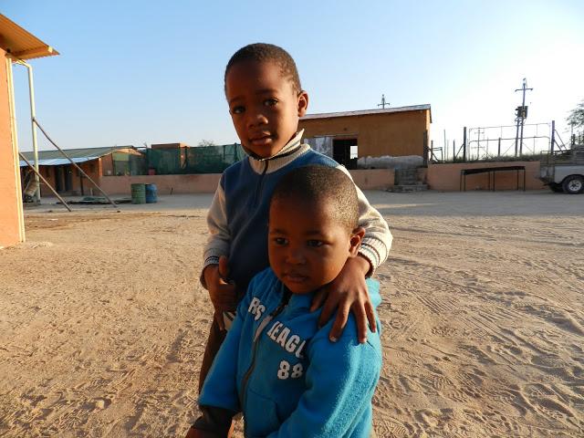 enfants-pres-de-windhoek-namibie