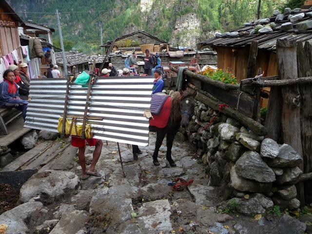 tole-qui-franchira-le-thorong-la-tour-des-annapurnas-nepal
