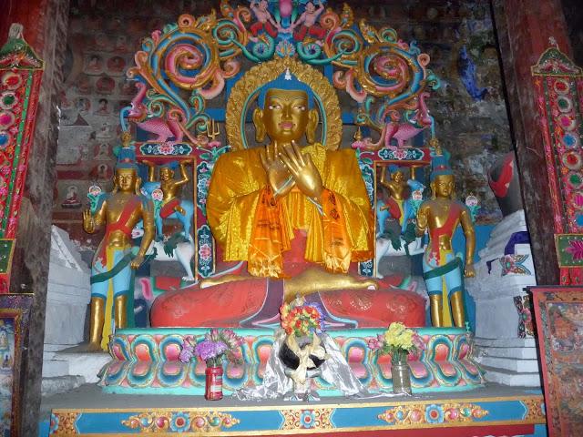 shakyamuni-boudha-tour-des-annapurnas-nepal