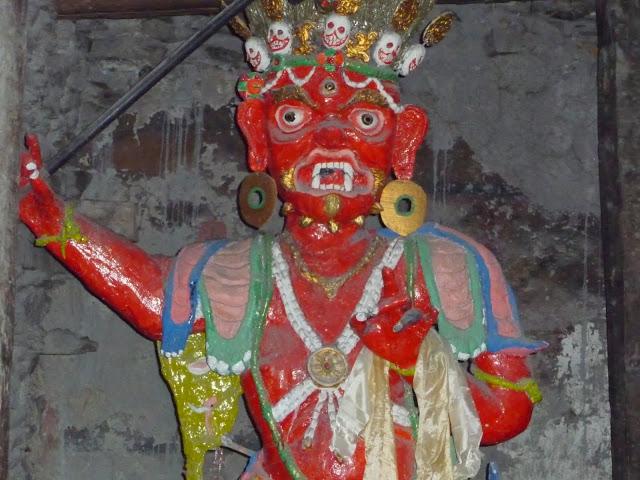 demon-chassant-mauvais-esprits-tour-des-annapurnas-nepal