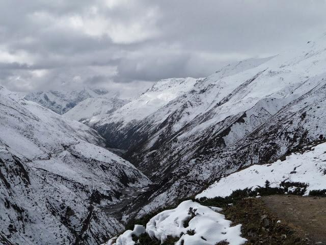 neige-fraiche-randonnee-plus-difficile-tour-des-annapurnas-nepal