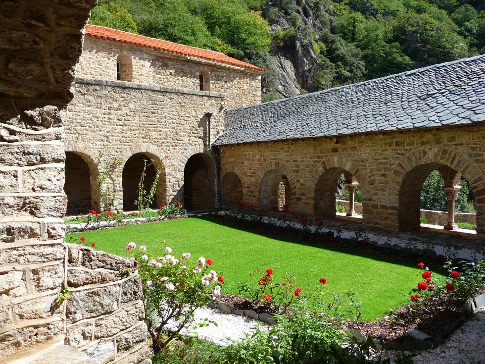 jardin-cloitre-abbaye-saint-martin-du-canigou-chapiteau-de-salome