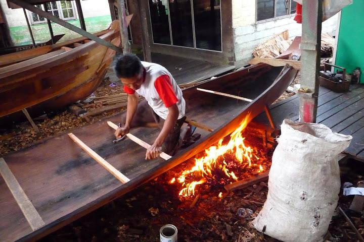 construction-pirogue-kalimantan-decouverte-indonesie