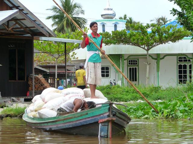transport-denrees-voyage-indonesie