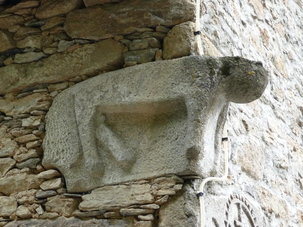 gros-animal-digitigrade-poubeau-mysterieuses-sculptures-d-animaux