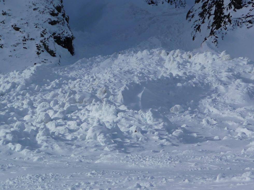amas-tonnes-blocs-neige-raquettes-vallon-la-pez