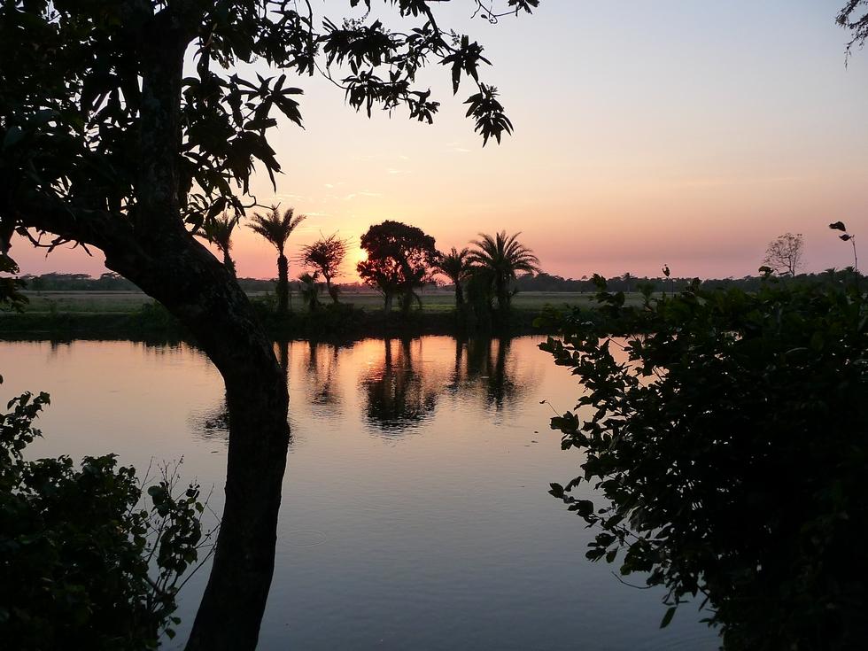 coucher-de-soleil-derriere-la-maison-bangladesh-voyage-d-exception