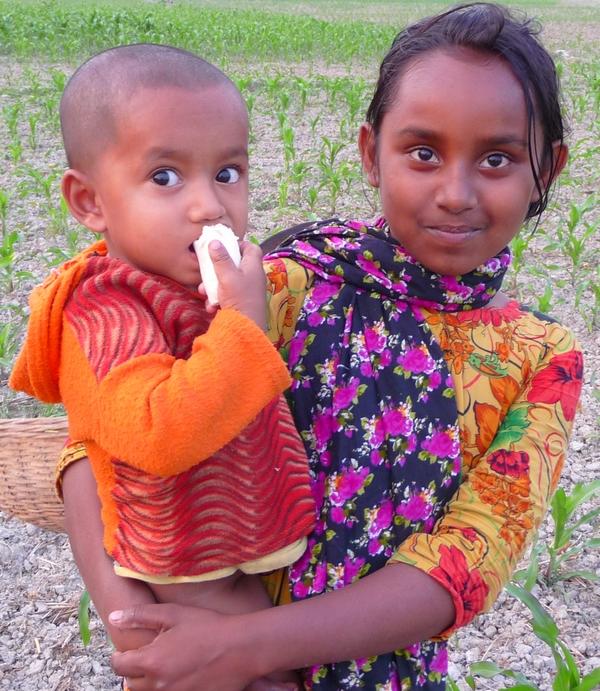 grande-soeur-petit-frere-bangladesh-chez-des-amis-voyage-d-exception