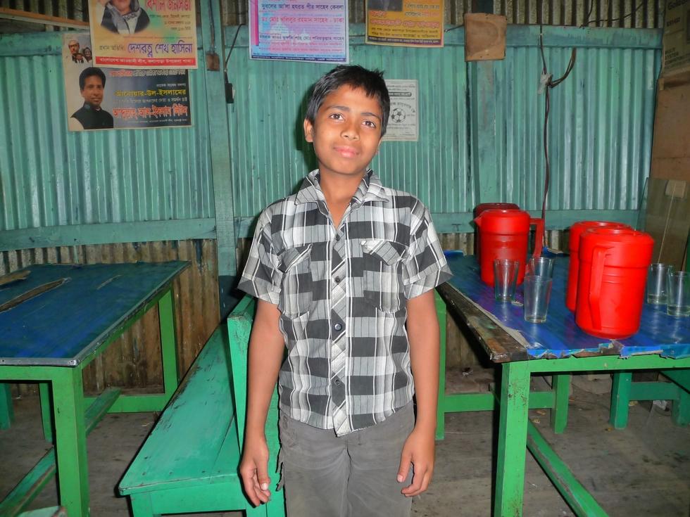 jeune-serveur-banglkadesh-chez-mes-amis-voyage-d-exception