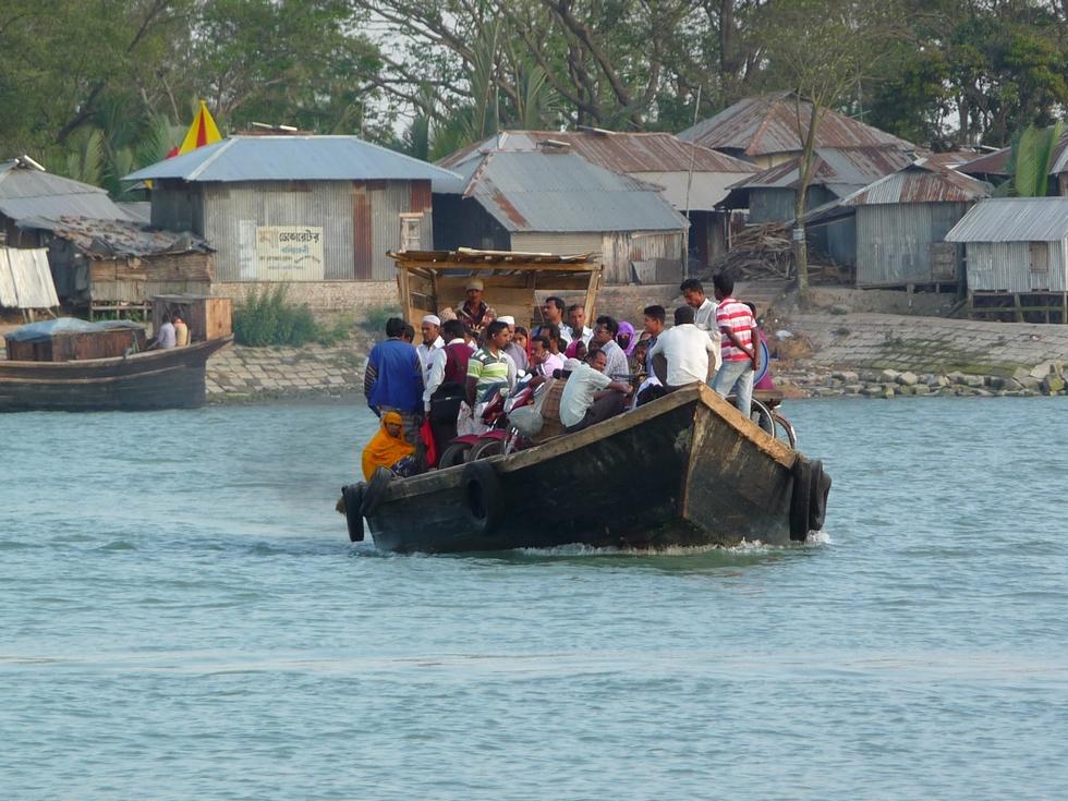 petit-traversier-bangladesh-chez-mes-amis-voyage-d-exception