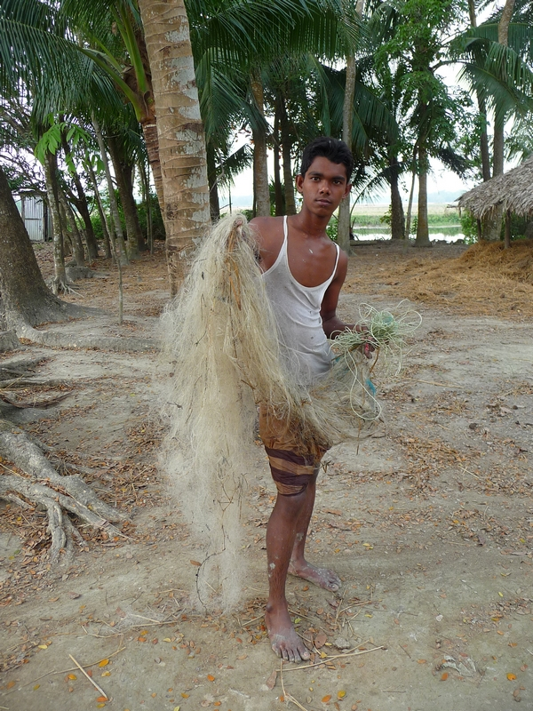 issa-autre-cousin-de-rubel-part-pecher-avec-lui-dans-pushkuni-bangladesh-chez-mes-amis-voyage-d-exception