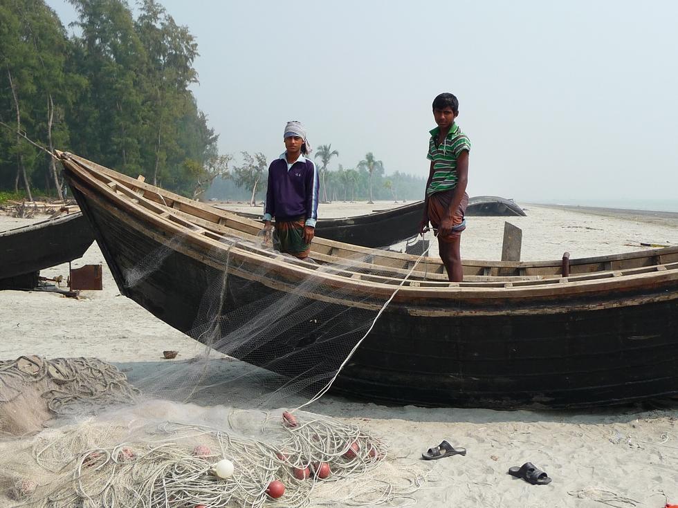 pecheurs-sur-greve-golfe-bengale-bangladesh-chez-mes-amis-voyage-exception