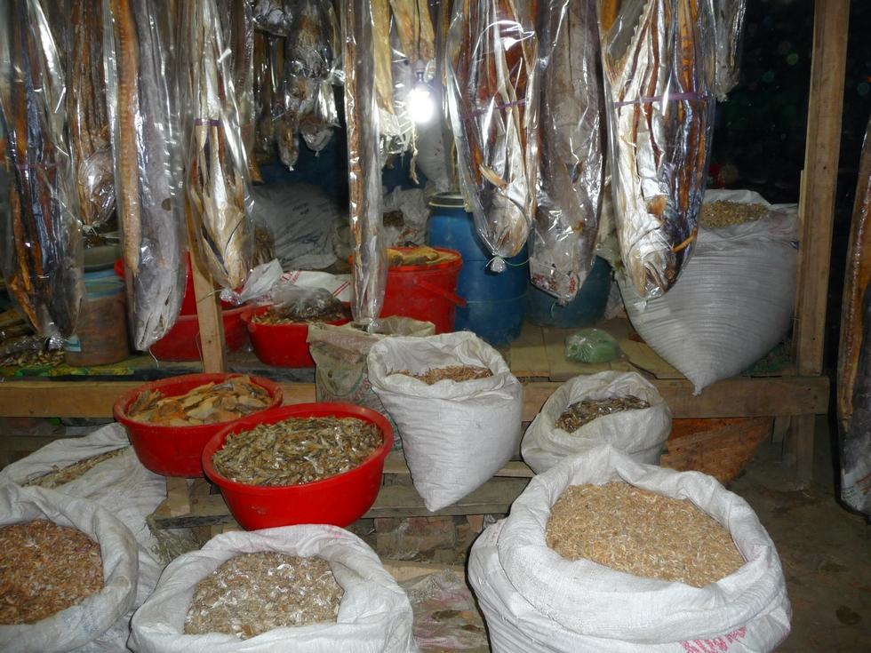 boutique-poissons-seches-bangladesh-chez-mes-amis-voyage-d-exception