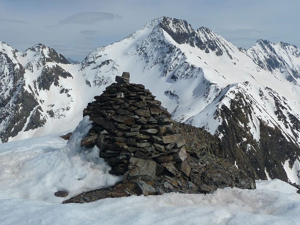 cairn-sommet-raquettes-lacs-consaterre-pic-thou