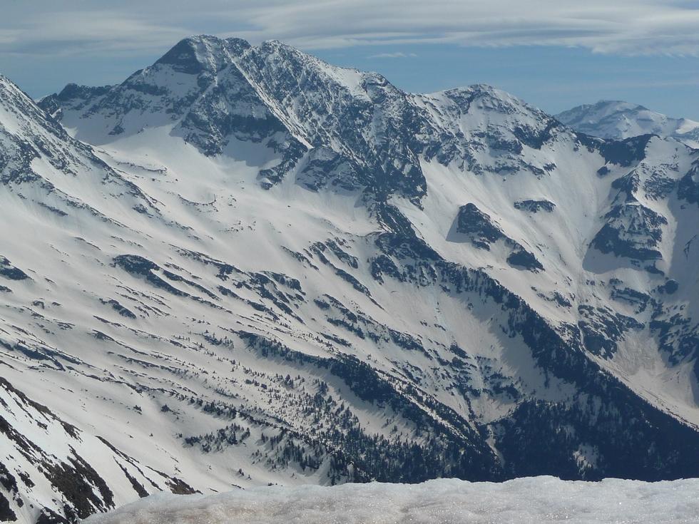 beaucoup-neige-versant-nord-batoua-raquettes-lacs-consaterre-pic-thou