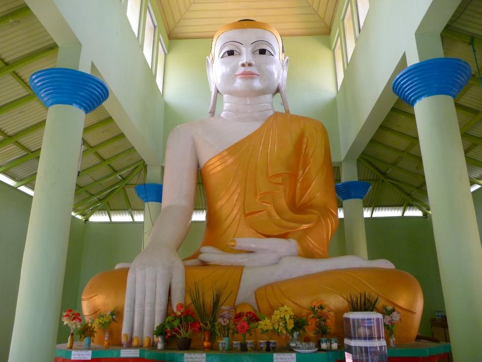 bouddha-geant-a-quelques-kilometres-bangladesh-chez-mes-amis-voyage-d-exception