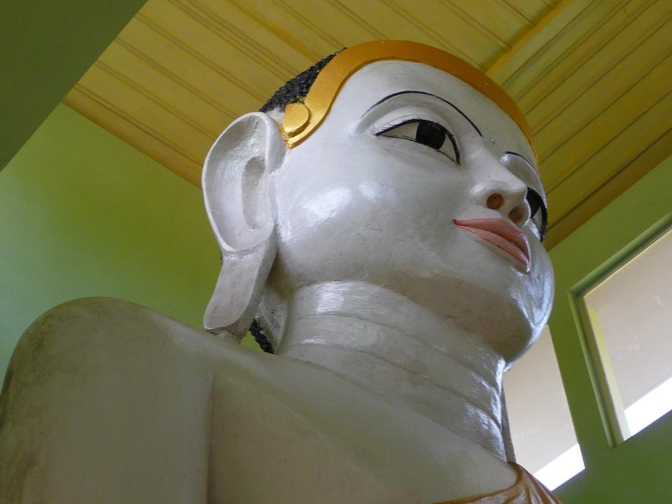 lobes-oreilles-allonges-signe-de-sagesse-bangladesh-chez-mes-amis-voyage-d-exception