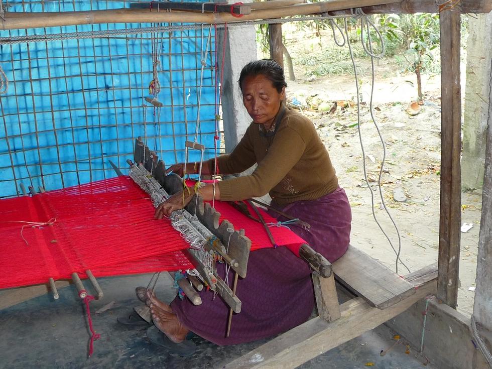 femme-bouddhiste-origine-birmane-bangladesh-chez-mes-amis-voyage-d-exception
