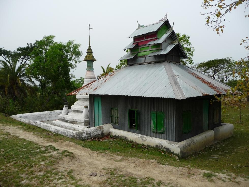 pagode-apparemment-abandonnee-bangladesh-chez-mes-amis-voyage-d-exception