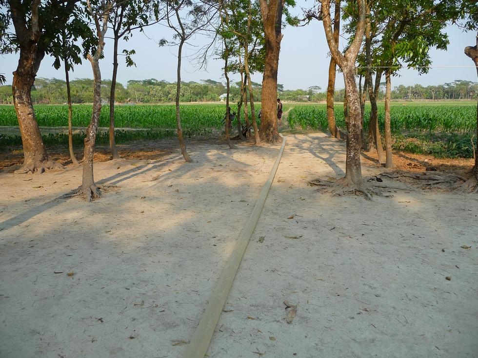 tuyau-ete-deroule-jusqu-aux-champs-bangladesh-chez-mes-amis-voyage-d-exception