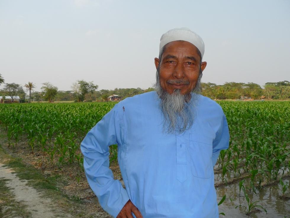 rostom-voisin-venu-voir-comment-ca-se-passe-bangladesh-chez-mes-amis-voyage-d-exception