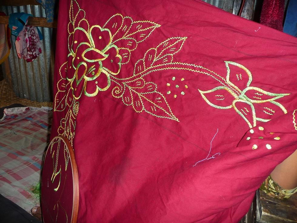 tissu-a-broder-bakia-bangladesh-chez-mes-amis-voyage-d-exception
