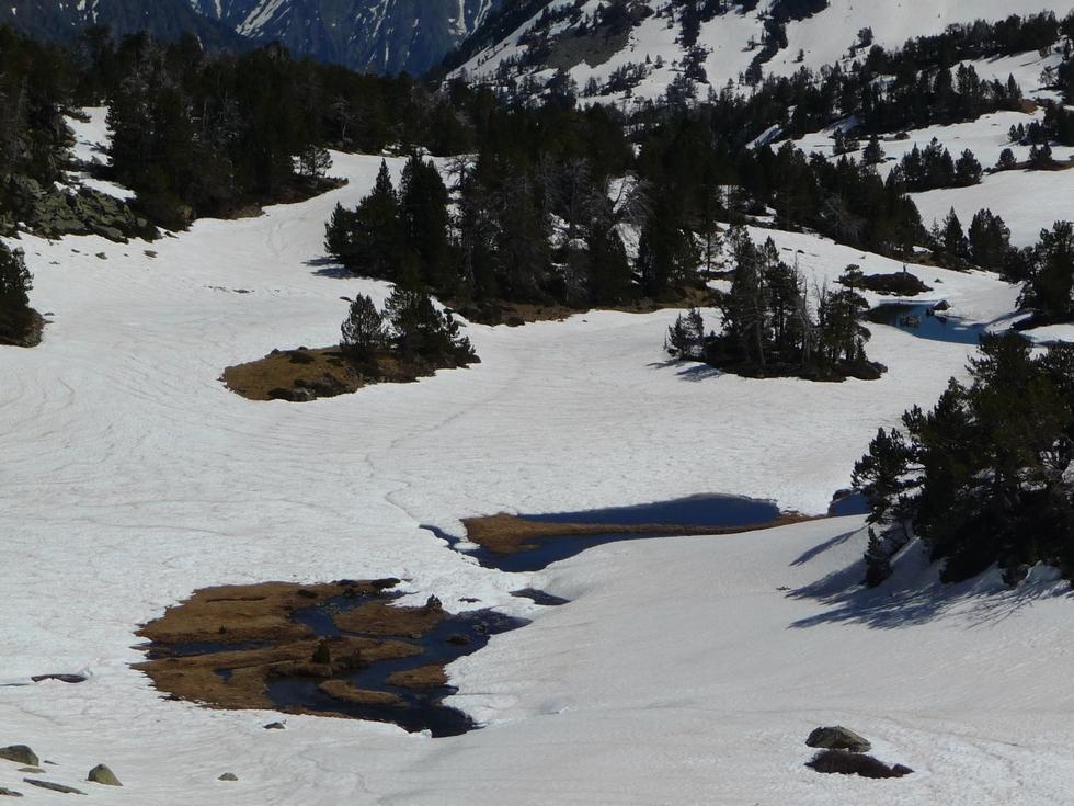 lac-de-ile-dans-vallon-estibere-raquettes