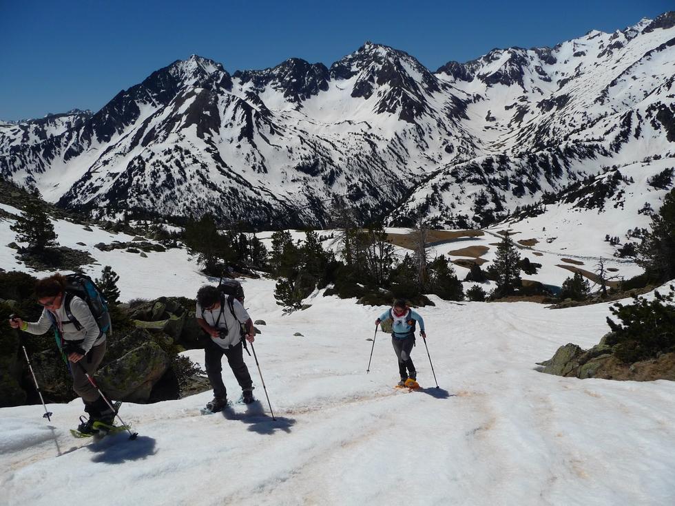 derniers-metres-montee-col-aumar-dans-vallon-estibere-raquettes