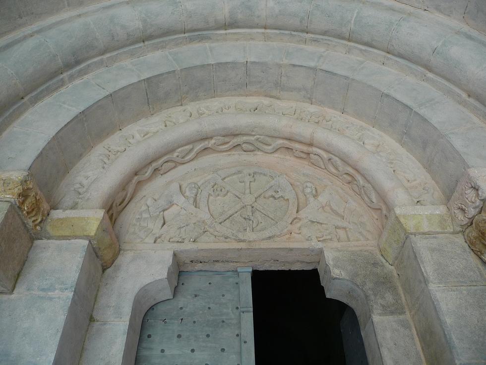 de-retour-sainte-engrace-portail-roman-eglise-tympan-chrisme-elus-haute-vallee-aure-visitent-la-verna