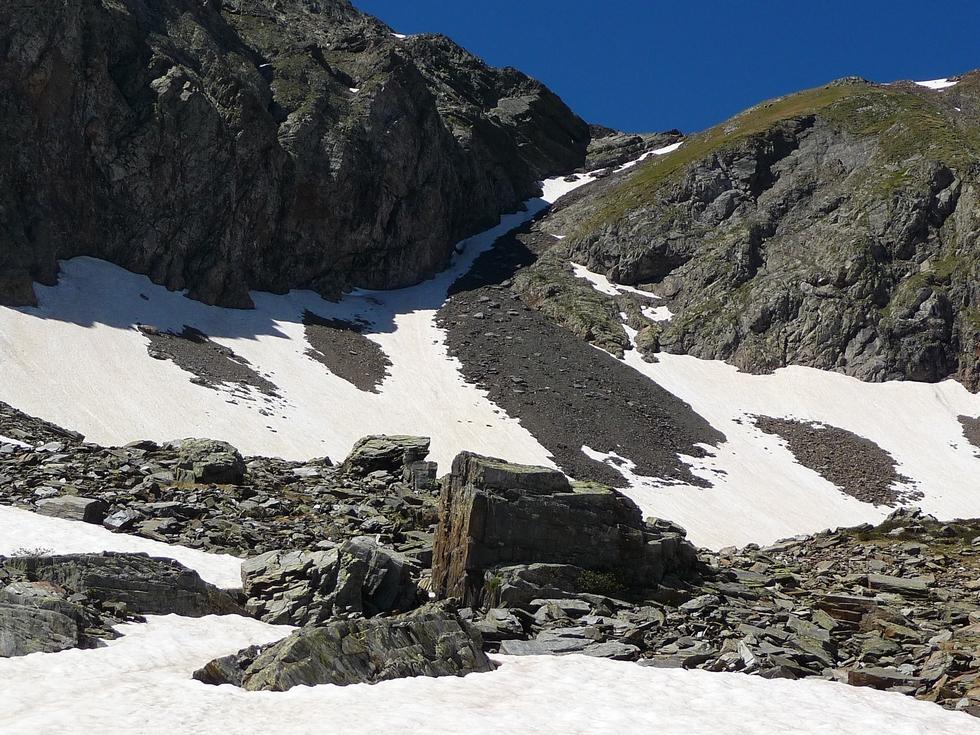 le-couloir-eboulis-neige-traversee-baricave-moudang