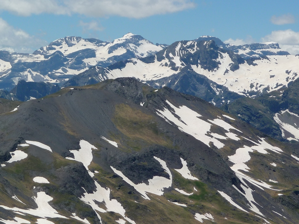 zoom-massif-mont-perdu-traversee-baricave-moudang