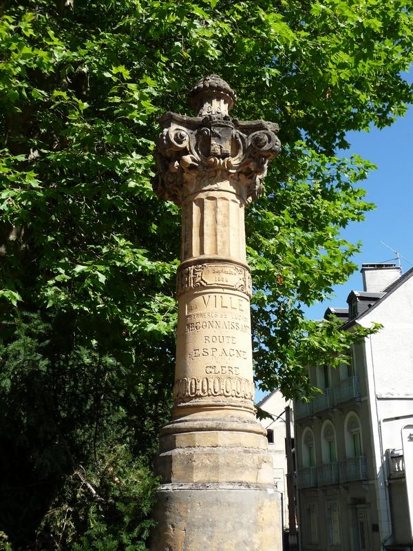 colonne-offerte-par-ville-bagneres-de-luchon-monument-officiel-route-imaginaire-pyrenees