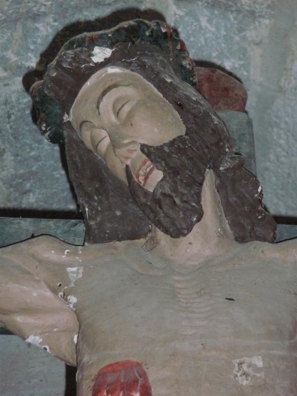 christ-en-croix-detail-deux-eglises-monuments-historiques-etat-abandon