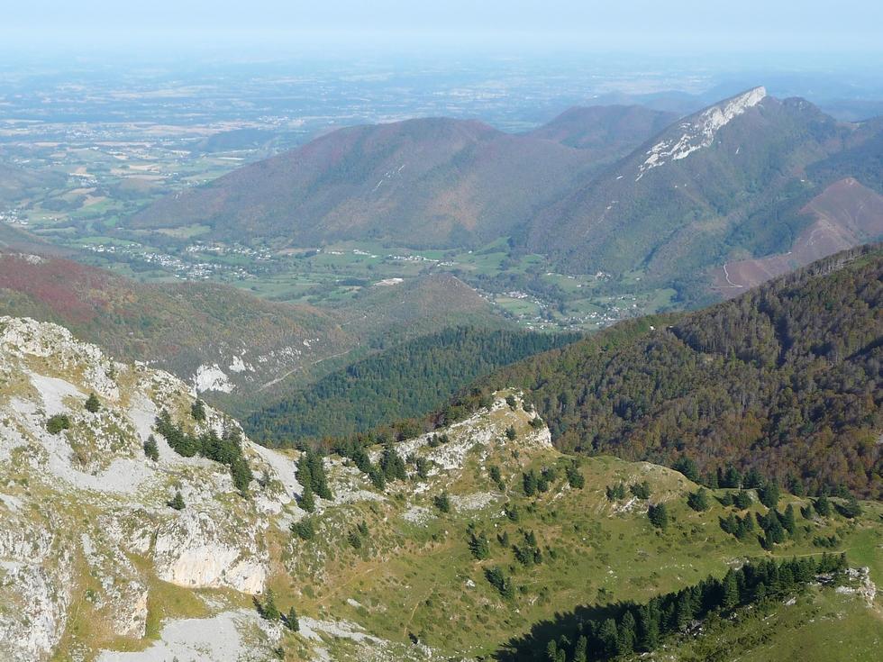 vue-entree-vallee-aure-en-montant-au-signal-bassia-a-l-entree-vallee-aure-signal-bassia-montaut
